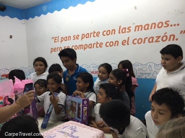 Spend a day with Give a Day Global volunteering in Cancun with Huellas de Pan