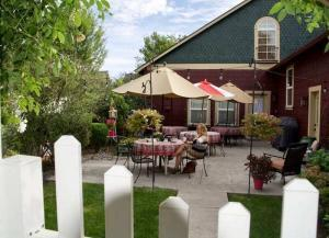 Fat Duck Inn - A must stay Walla Walla Bed and Breakfast